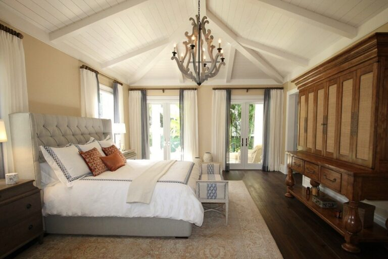 Jakie łóżko do sypialni w stylu glamour?